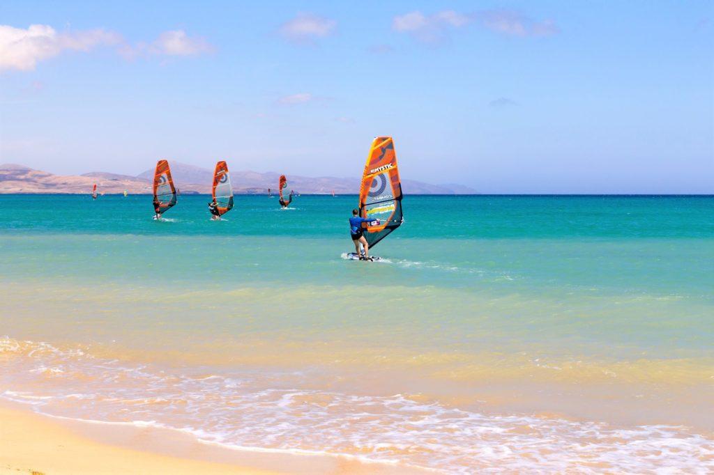 Cosa-vedere-a-Fuerteventura-Playa-Sotavento-windsurf