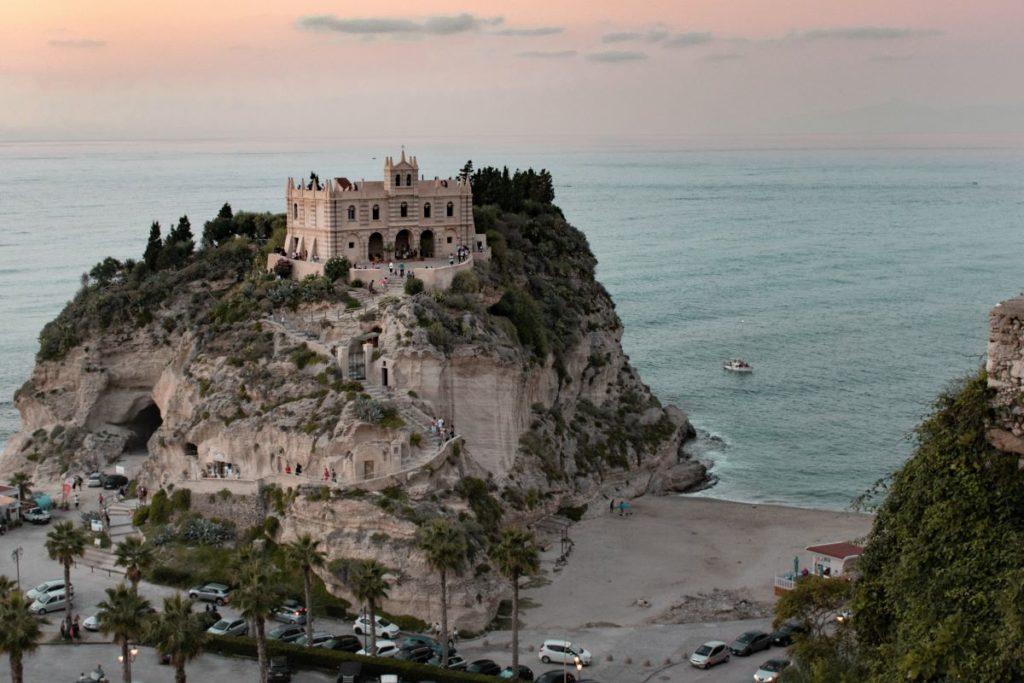 Tropea-Santuario-Santa-Maria-dell-isola