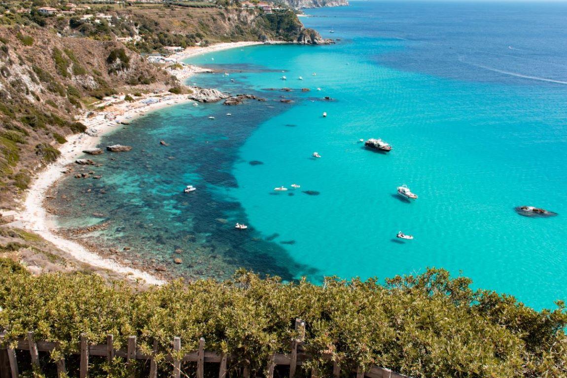spiagge-più-belle-Capo-Vaticano-Le-Grotticelle