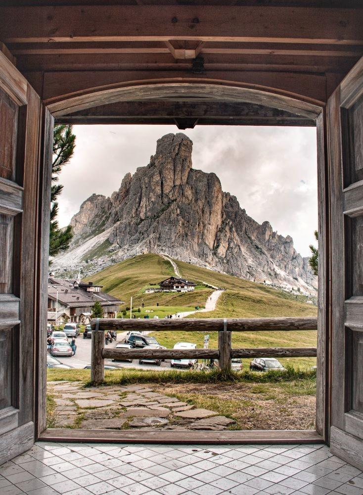 panorama-chiesetta-passo-giau