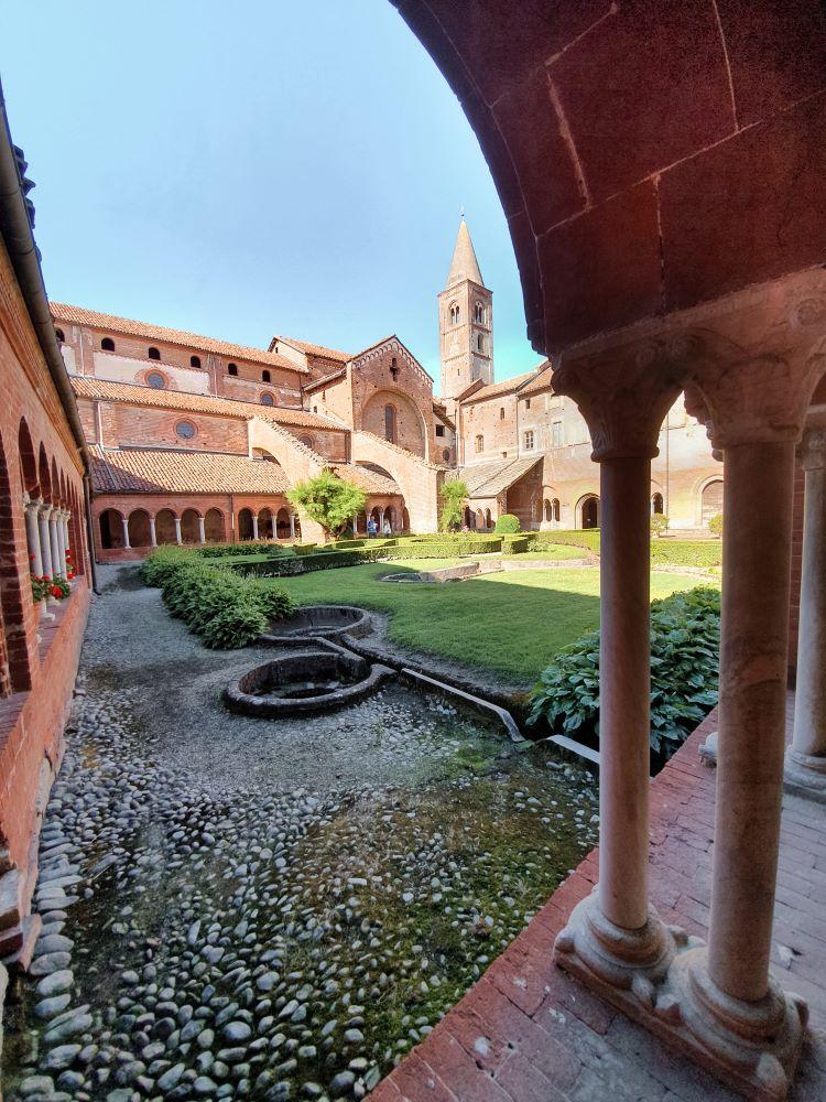 abbazia-di-staffarda-immagini-chiostro